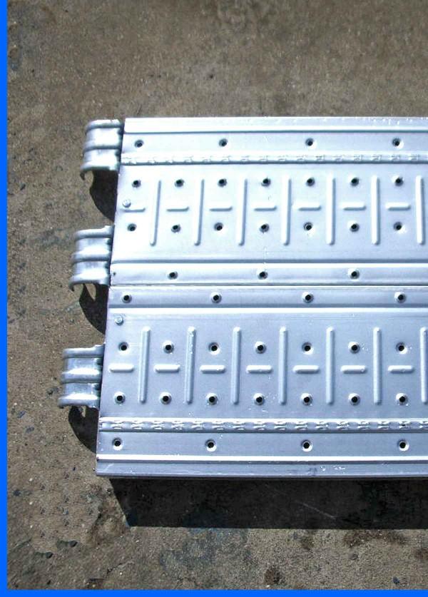 Scaffolding-metal-plank-detail